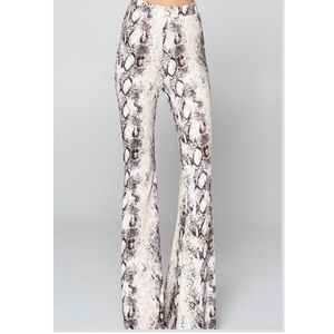 ⭐️UPDATED⭐️Very COOL White Python Fit-Flare Pants